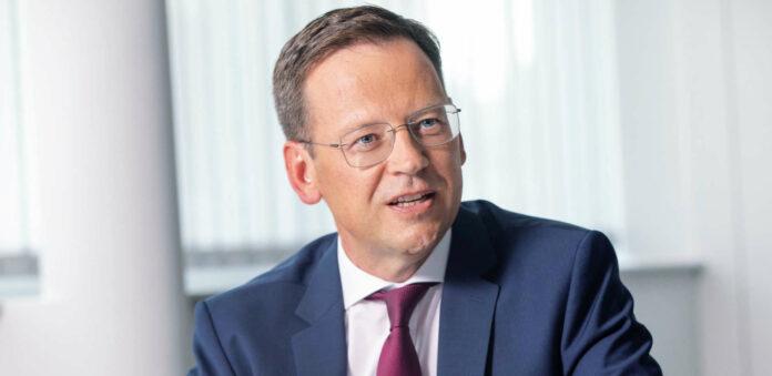 """Hypo-Generaldirektor Klaus Kumpfmüller: """"Die Hypo Oberösterreich ist bei nachhaltigen Produkten und Investments im deutschsprachigen Raum eine Vorreiterin. Nicht umsonst haben wir für unsere nachhaltige Produktschiene das österreichische Umweltzeichen verliehen bekommen."""""""