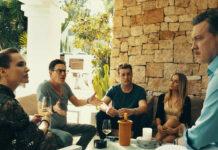 """Einst vor einer Villa auf Ibiza ... Anna Andrejewna Gorschkowa, Andreas Lust, Julian Looman, Cosima Lehninger und Nicholas Ofczarek in """"Die Ibiza-Affäre"""""""